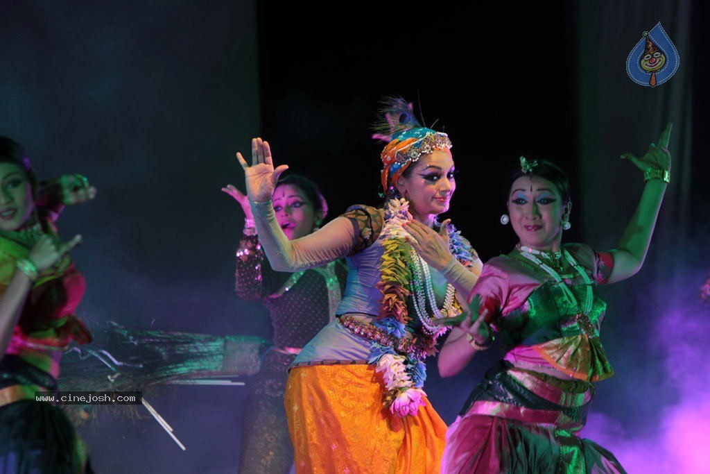 shobana_at_krishna_dance_drama_1008121133_025