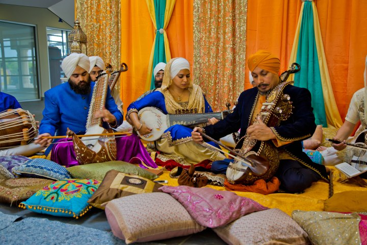 Prof. Surinder Singh (in the centre) delights the audience with sounds from forgotten musical instruments that defined Sikh spirituality. Photo courtesy of Harbiz Inc.